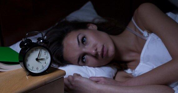 Zdarza Ci się regularnie budzić między trzecią a piątą godziną nad ranem? Wiadomo, jaka może być tego przyczyna