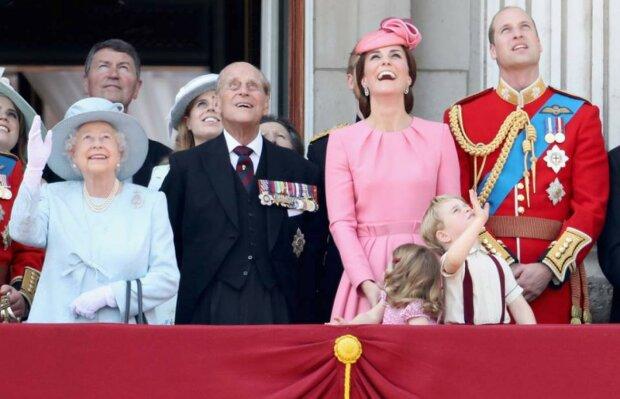 W brytyjskiej rodzinie królewskiej panują wyjątkowo komiczne zasady. Należy do nich obowiązek prasowania sznurówek, czy też zakaz gry w Monopoly