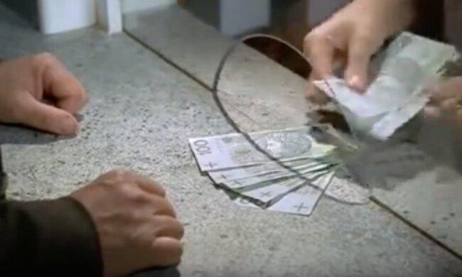 Pieniądze. Screen:YouTube