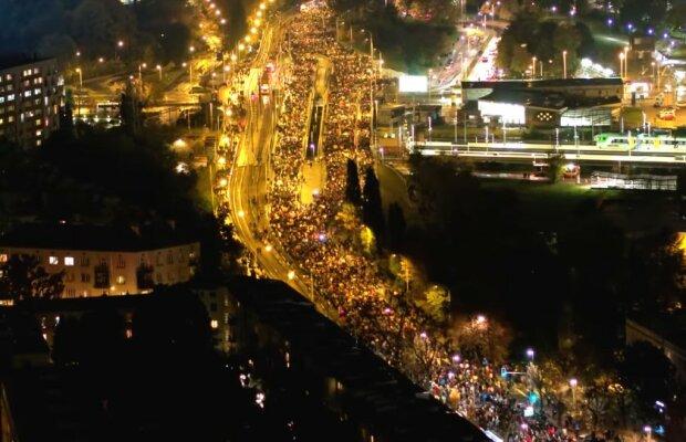 Strajk Kobiet w Warszawie/screen Youtube @POLAND ON AIR