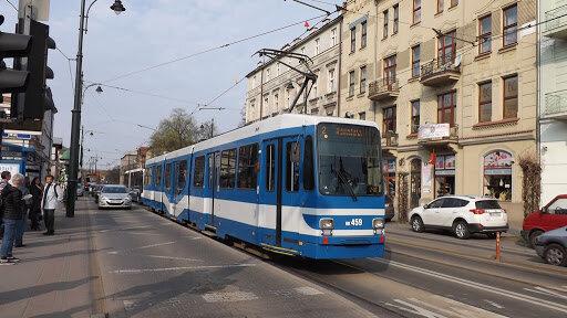 Kraków: modyfikacje w otwieraniu drzwi w komunikacji miejskiej. Co się zmieniło