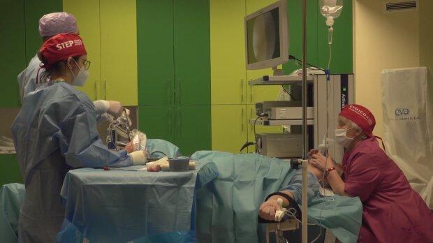 Szpital, zabieg. Źródło: Youtube KCM Clinic