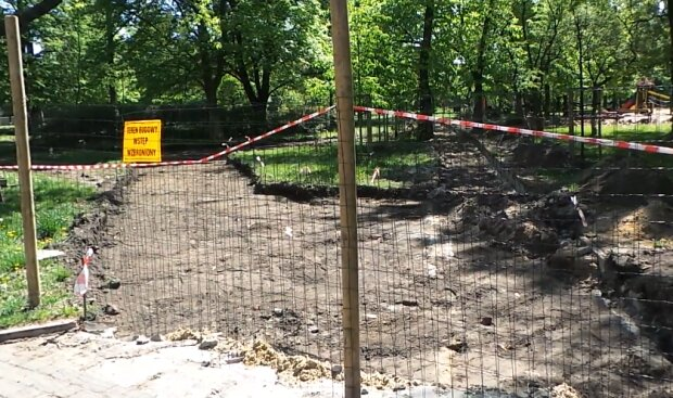 Plac budowy, park/ screen z video https://tvn24.pl/