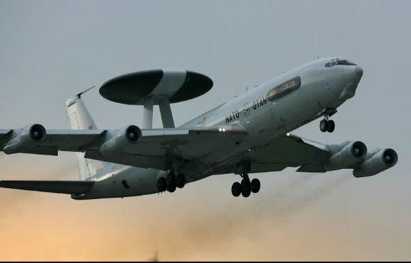 Myśliwiec AWACS. Źródło: wiadomosci.wp.pl