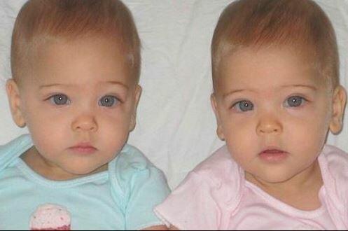 Najpiękniejsze bliźniaczki na świecie. Źródło: pikio.pl
