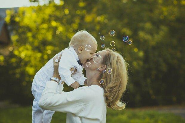 Rząd obiecuje pomoc młodym matkom. Luka w prawie ma zostać w końcu załatana. Co się zmieni