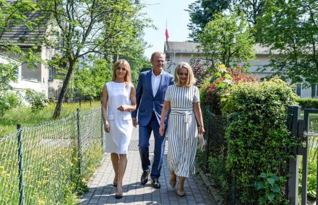 Donald Tusk już zagłosował. W lokalu wyborczym u jego boku pojawiły się także żona i córka