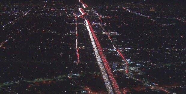 Polska flaga na ulicach Los Angeles. Co tam robi i skąd się wzięła