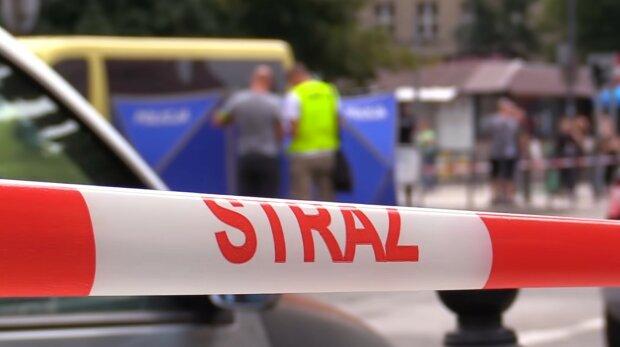 19-latka wpadła pod autobus i osierociła dwoje dzieci. Maluchy zostały bez mamy, a internauci są bezlitośni. Pod adresem dziewczyny padają złe słowa