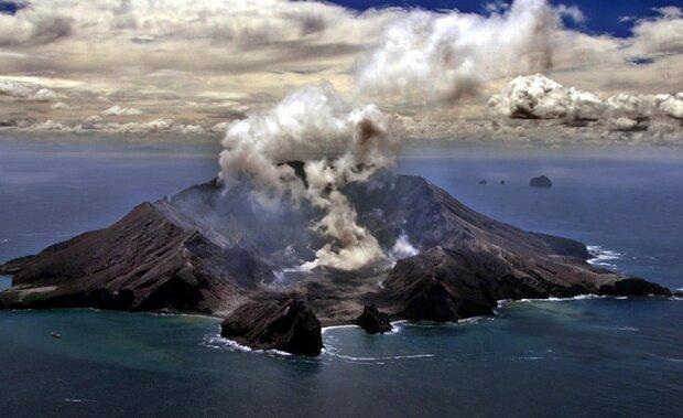 Niespodziewana erupcja wulkanu, w kraterze byli w tym czasie turyści. Czy Europa też jest zagrożona [WIDEO]