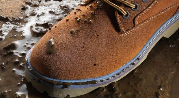 Jak skutecznie czyścić zamszowe buty? Oto niezawodne domowe sposoby!