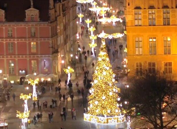 Gdańsk: miasto zachęca do wybrania się na spacer i poczucia świątecznej atmosfery w mieście. Iluminacje robią ogromne wrażenie