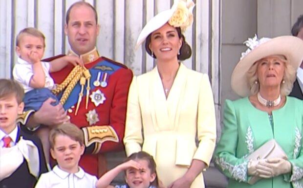 Kate i William z rodziną. Źródło: Youtube The Royal Family Channel