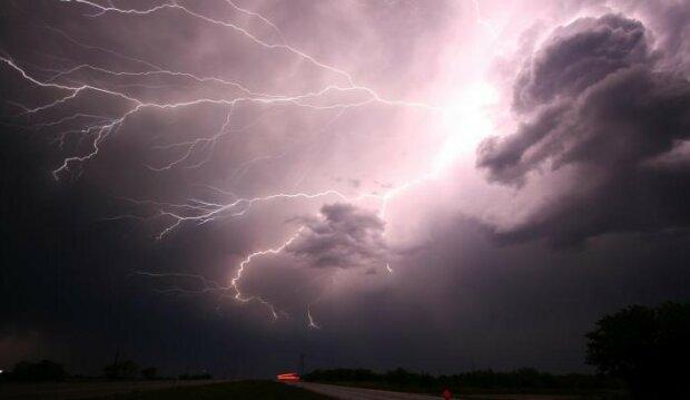 IMGW wydaje pilnie ostrzeżenie. Prognoza pogody nie naprawia optymizmem. Dla których  województw wydano alerty
