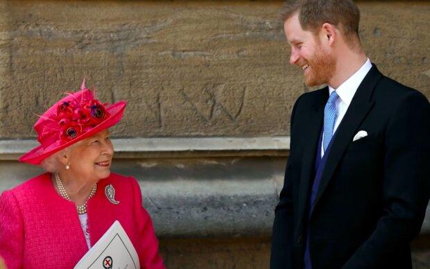 Królowa Elżbieta i książę Harry / YouTube: SM Celebrities