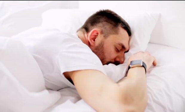 Spanie na brzuchu/YouTube @Jasna Strona