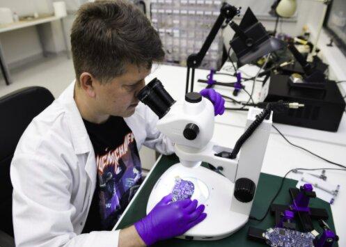 Trwają badania nad koronawirusem / innovationorigins.com/