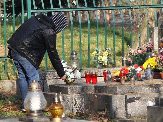 Nowy sposób na cmentarnych złodziei. Źródło: fakt.pl