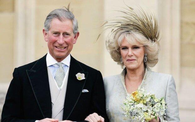 Książę Karol i Camilla ukrywają przed światem swojego syna? Mężczyzna twierdzi, że został oddany do adopcji