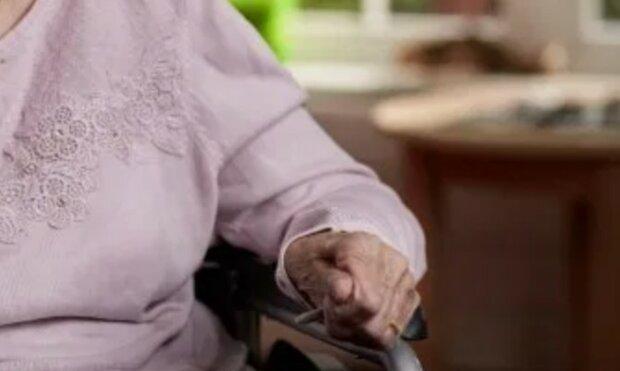 Seniorkę w domu opieki pozostawiono bliską odejścia z tego świata. Zachowanie personelu ujawnił syn pacjentki