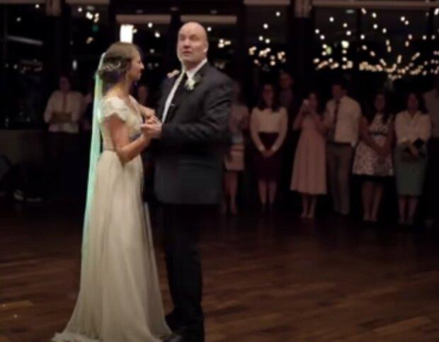 Epicki miks utworów i stylów tańca rozgrzał weselników do białości. Nagranie z występu ojca z panną młodą ma na YouTube ponad 28 milionów wyświetleń