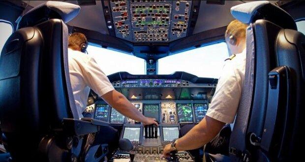 Pasażer udawał pilota samolotu, żeby latać za darmo. Wpadł dopiero po pół roku