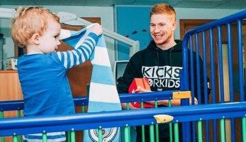 Wspaniały, świąteczny gest ze strony gwiazdora Manchesteru City! Dzieci były wniebowzięte [FOTO]