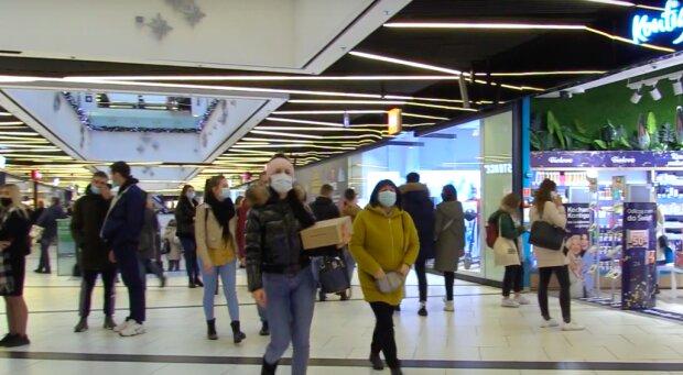 Tłumy w galeriach handlowych! / YouTube:  SILESIA FLESZ TVS