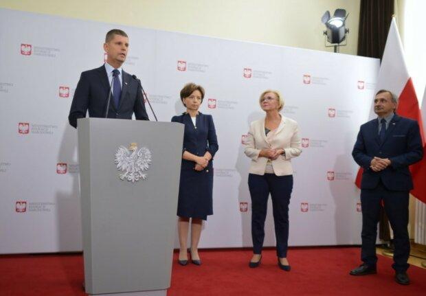 Ważna wiadomość dla wielu Polaków. Rząd przedłużył dodatkowy zasiłek opiekuńczy. Do kiedy jest dostępny i kogo obejmie