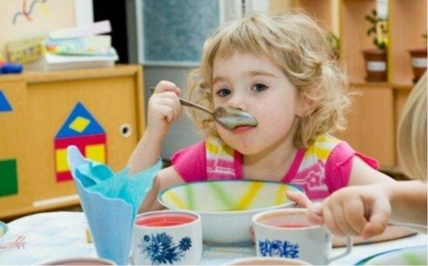 Szef podsłuchał rozmowę podwładnego, że nie ma pieniędzy na jedzenie dla dzieciaka
