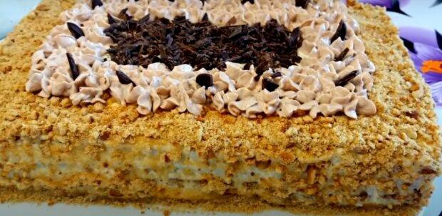 Ciasto orzechowe bez pieczenia w 15 minut z twarogiem i bananem