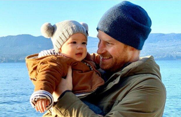 """Książę Harry zachwyca się synem Archiem. """"""""Jestem po prostu niewiarygodnie szczęśliwy"""". Co się stało"""