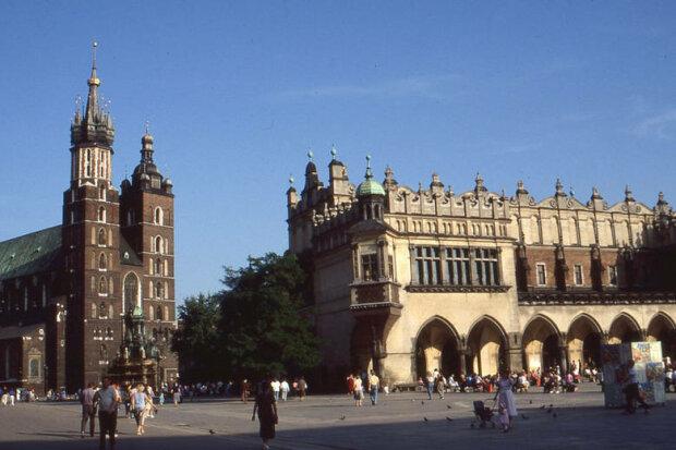 Kraków: 30 lat temu miasto wyglądało inaczej. Rozpoznajecie te miejsca? Widać co się pozmieniało przez ten czas [ZDJĘCIA]