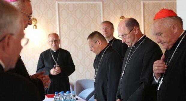 Biskupi zachęcają wiernych, aby uczestniczyli we mszach, źródło: Radio Plus Radom