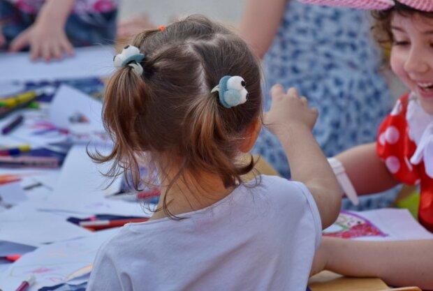 Dzieci w szkole/screen Pixabay