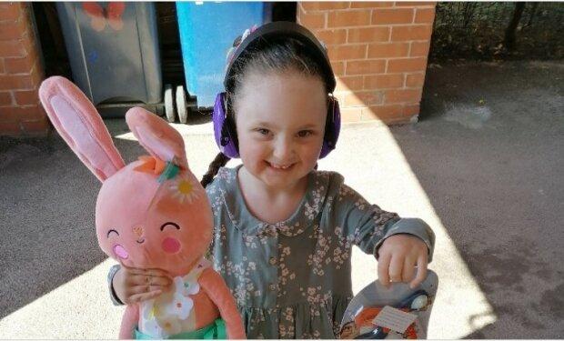 Ta pięciolatka to prawdziwa bohaterka!/screen Facebook