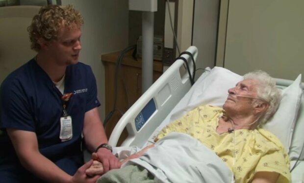 """""""Śpiewający pielęgniarz"""", którego głos działa lepiej, niż leczenie paliatywne. To wideo stało się hitem internetu"""
