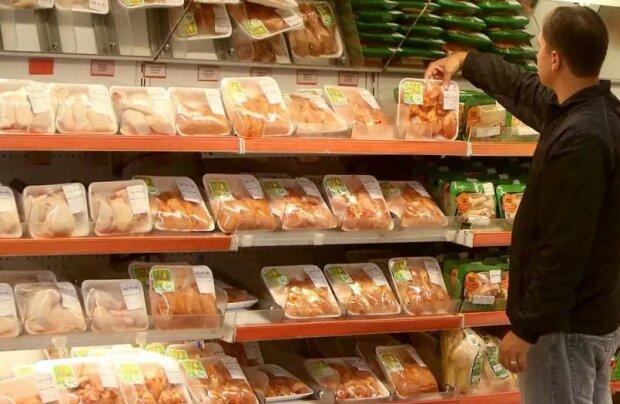 Napompowane wodą mięso na promocji w markecie. Kilkadziesiąt ton trafiło do klientów