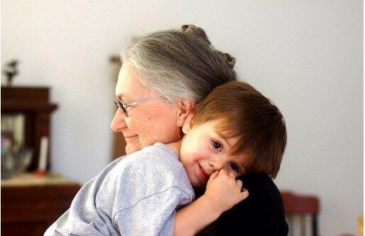 teściowa z wnukami, screen