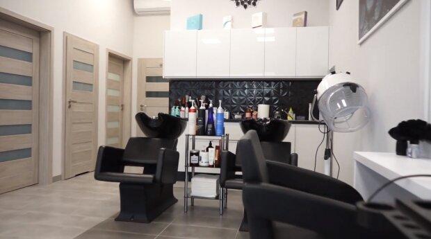 Salon fryzjerski. Źródło: Youtube Paweł Gólczyński