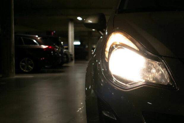 Oświetlenie w aucie/ https://www.moje-auto.pl/