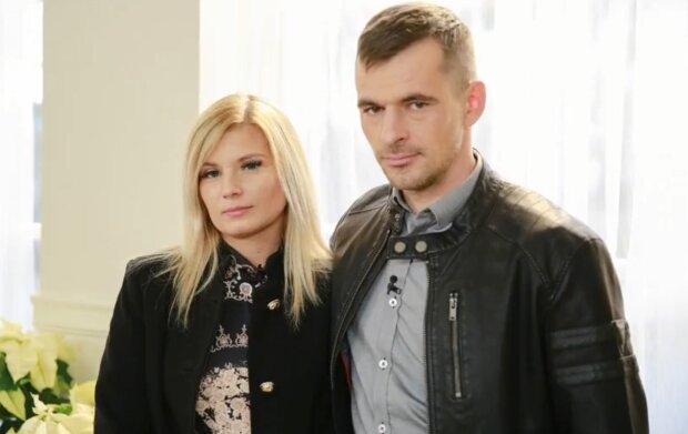 """Ilona i Adrian z """"Rolnik szuka żony"""". Źródło: Youtube GOSSIP TV"""