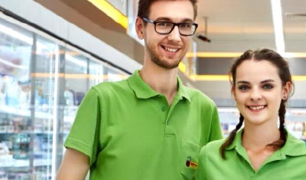 Pracownicy Biedronki. Źródło: Youtube