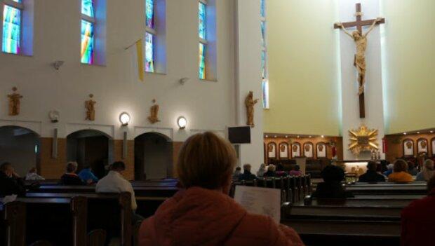 Frekwencja w polskich kościołach niepokojąco spadła. Od lat nie było tak pusto, a COBOS twierdzi, że to nie z powodu koronawirusa. Co się stało