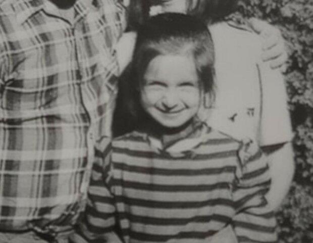 Ta mała dziewczynka, która  uśmiecha się ze zdjęcia, dzisiaj jest znana w każdym polskim domu. Wyrosła na dzielną kobietę