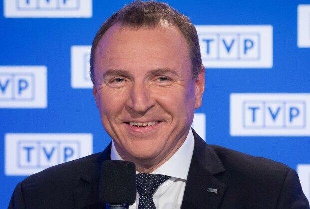 Prezes TVP Jacek Kurski podpisał umowę, na obowiązkową transmisję mszy świętych, ale to nie wszystko. Co jeszcze zawarto w umowie
