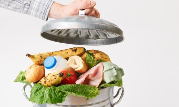 Trudno uwierzyć w to, ile żywności rocznie trafia do kosza. Najnowszy raport jest zatrważający