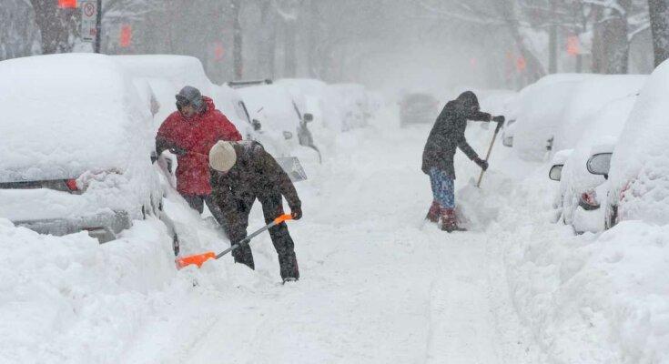 Śnieżyce i zamiecie zaskoczyły w nocy. Niektórzy ludzie nie mogą wydostać się z własnych domów