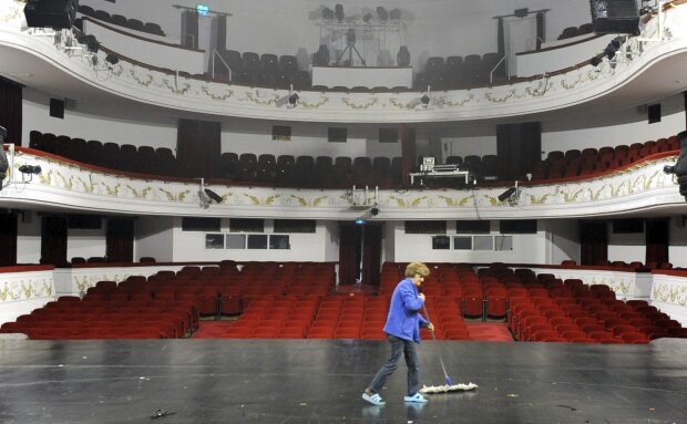 Pusty teatr, screen: antyradio
