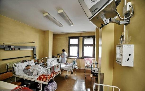 Szpital w Tarnobrzegu pod kwarantanną. U jednej z pacjentek wykryto koronawirusa. Kobieta przebywała w sali wieloosobowej